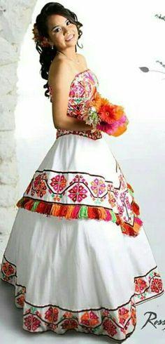 Resultado de imagen para vestidos de 15 años bordados con flores