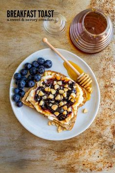 This sweet and savory BREAKFAST SANDWICH is a healthy flavorful start to your day! It's made with seeded bread, Ricotta cheese, flaky sea salt, wild blueberry preserves, Macadamia nuts and organic honey. This HEALTHY EASY BREAKFAST is so darn scrumptious! Breakfast Sandwich Recipes, Breakfast Pastries, Breakfast Toast, Savory Breakfast, Perfect Breakfast, Breakfast Ideas, Easy Appetizer Recipes, Brunch Recipes, Brunch Appetizers