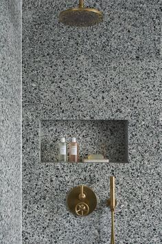 Terrazo Wall Bathroom Ideas - Home of Pondo - Home Design Bathroom Spa, Bathroom Toilets, Modern Bathroom, Master Bathroom, Bathroom Ideas, Brass Bathroom, Eclectic Bathroom, Stone Bathroom, Bathroom Trends