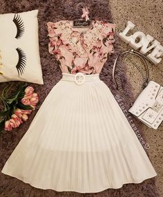 Casual yet stunning outfit for a dinner Casual yet stunning outfit for a dinner Casual dinner with friendMen's Fashion Classy Outfits, Trendy Outfits, Fall Outfits, Vintage Outfits, Cute Fashion, Modest Fashion, Fashion Dresses, Mode Chic, Mode Style