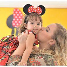 Emoção sem fim🌼🌼🌼 Poder fazer parte de momentos assim, é nosso maior objetivo❤ A linda Lelê e a querida mamae @caroltavila 🌼obrigada por mais uma vez, pela confianca❤ #lateliercriacoes #festaminnievermelha #minnie #festaminnie #latelierfestaspetit