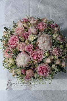 Centerpiece for buffet table by Ingela Waismaa @Flora varia #flowers #centerpiece #wedding #floravaria