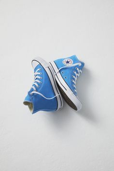 CONVERSE CHUCK TAYLOR ALL STAR SEASONAL COLORS HIGH TOP - BLUE HERO Blue Converse Outfit, Converse High Tops Colors, High Top Converse Outfits, Converse Classic, Converse Style, Converse Chuck Taylor All Star, Converse All Star, Chuck Taylor Sneakers, Basket Style
