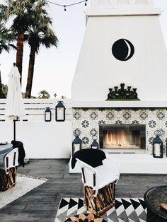 modern back patio decor, modern outdoor seating area, modern outdoor living room design with outdoor fireplace Outdoor Decor, Outdoor Space, Palm Springs Hotels, Patio Design, Fireplace Design, Outdoor Patio Decor, Backyard Fireplace, Modern Garden Design, Outdoor Design