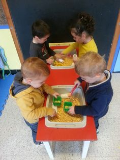 Maïs bak! (LaLaLien ) Busy Bags, Reggio Emilia, School, Kids, Activities, Classroom, Farm Gate, Preschool, Period