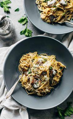Vollkorn-Pasta + Knoblauch + Pilze + Mehl + Butter + Milch + Kräuter & Gewürze = HALLO Zum Rezept.