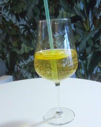 Vinný střik s guaranou Wine spritzel with guaraná