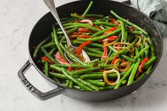 Sweet and Spicy Green Beans are the perfect balance of sweet and savory. Green beans, sautéed with onions and peppers, tossed with a buttery sauce made with soy sauce, garlic, red pepper and sweetener Spicy Green Beans, Soy Sauce Green Beans, Low Carb Recipes, Ketogenic Recipes, Sweet And Spicy, Low Carb Vegetables, Veggies, Low Carb Side Dishes, Stuffed Peppers