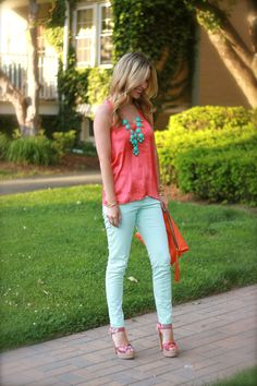 Take a look at 35 best outfits with mint jeans to get ideas from in the photos below and get inspiration for your own amazing outfits! lots of different ways to wear mint jeans in the winter Image source Mint Green Outfits, Mint Green Jeans, Mint Pants, Green Pants, Mint Jeans Outfit, Coral Top Outfit, Turquoise Pants Outfit, Pantalon Turquoise, Spring Summer Fashion