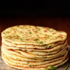 This delicious, pillowy soft Turkish Flatbread is an easy, one-bowl-no-mixer recipe. It's perfect with hummus, tabouli, for wraps and… Turkish Recipes, Greek Recipes, Indian Food Recipes, Turkish Flat Bread, Tomato Salad Recipes, Flatbread Recipes, Greek Yogurt, Turkish Yogurt, Yummy Snacks