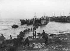 Operation Husky: British Highland Division unloads stores from landing craft tanks (LCTs) near Syracuse, Sicily, 10 July 1943. - See more at: http://ww2today.com/10th-july-1943-the-commandos-seaborne-assault-on-sicily#sthash.O8fCAmZT.dpuf