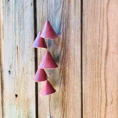 Blij om dit item uit mijn #etsy shop te delen: Pink Ceramic Bells - Ceramic Home Decor - Ceramic Garden Decor - Ceramic Wallhanging - Handmade Gift Ceramics, Etsy, Home Decor, Ceramica, Pottery, Decoration Home, Room Decor, Ceramic Art, Home Interior Design