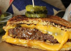 Grilled Cheese Bun' Burgers, wrong but looking very delicious! Grilled Cheese Recipes, Beef Recipes, Cooking Recipes, Grilled Cheeses, Grilled Cheese Burger, Hamburger Recipes, Grilled Sandwich, Soup And Sandwich, Steak Sandwiches
