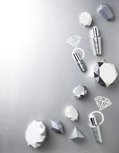 Beauty Werf in JAN Magazine Photography by Frank Brandwijk I 'Paper Cuttings'' Diamonds Silver'