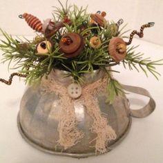 Vintage-Button-Bokay-in-Old-Funnel-Country-Primitive-Kitchen-Ornie-Folk-America