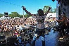 Britská rocková skupina The Sweet nosí oblečení americké značky Rebel Spirit.