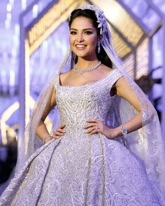 Brides dream of finding the most suitable wedding day, but for this they need the best bridal dress, with the bridesmaid's dresses enhancing the brides dress. Here are a number of tips on wedding dresses. Wedding Bride, Wedding Gowns, Wedding Day, Wedding Outfits, Wedding Themes, Wedding Tips, Perfect Wedding, Dream Wedding, Stylish Dresses