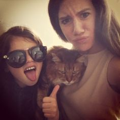 This morning, I wake up earlier than ever because I must do my homeworks and have some exams at the end of the months and I stress because I late about my revisions! This cute little girl is my best friend's sister and she's wearing my top shop sunglasses that I bought during my last travel in London for my birthday and the cat is at my best friend to! Wear a Claudie Pierlot beige dress