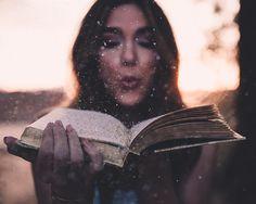 | retrato | retratos femininos | ensaio feminino | ensaio externo | fotografia | ensaio fotográfico | fotógrafa | mulher | book | girl | senior | shooting | photography | photo | photograph | nature | sparks | spark | sparkling | glitter | purpurina | book | livro