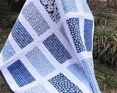 blue white dark blue patchwork quilt ile ilgili görsel sonucu Batik Quilts, Lap Quilts, Scrappy Quilts, Patchwork Quilting, Quilt Blocks, Patchwork Ideas, Halloween Quilts, Quilt Baby, Quilting Designs