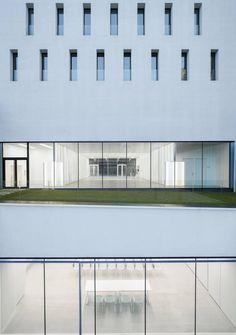 ACXT, Archivgebäude, Bilbao, Spanien, Glasfassade, Empfangshalle, Foyer, Eingang, Lichtschacht
