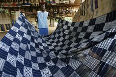 Zoumana Coulibaly shows fabric woven in Waraniene, a weaving village near Korhogo in the far north of Ivory Coast July 12, 2007. REUTERS/Luc Gnago  (IVORY COAST) - RTR1RS72