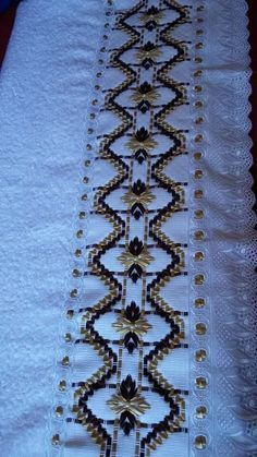 Salvo por Gosson Anunciada                                                                                                                                                                                 Más Silk Ribbon Embroidery, Embroidery Stitches, Hand Embroidery, Huck Towels, Monks Cloth, Swedish Weaving, Korn, Chicken Scratch, Cross Stitch Alphabet