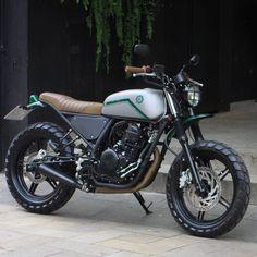 Bendita Macchina - Farabuta Motorcycle Shop, Motorcycle Types, Moto Bike, Motorcycle Outfit, Motorcycle Garage, Ducati Scrambler Urban Enduro, Scrambler Cafe Racer, Cafe Racer Bikes, Vintage Cafe Racer