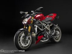 Ducati street Fighter  1198cilindradas me gusta haha'