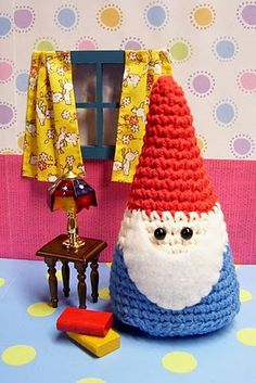 It's Amigurumi Time! Free Crochet Pattern for the Mushroom House: From Crafty is Cool. Who lives here you might ask? Free Amigurumi Gnome Pattern: From Bella's Artes. Crochet Gratis, Crochet Amigurumi, Cute Crochet, Amigurumi Patterns, Crochet Dolls, Crochet Yarn, Crochet Santa, Crochet Motifs, Crochet Patterns