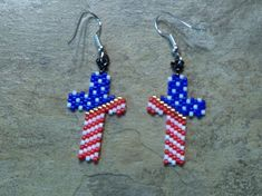 Red, White, And, Blue Earrings Hand Made Seed Beaded Bead Work Beaded Earrings Patterns, Beaded Jewelry Designs, Seed Bead Jewelry, Seed Bead Earrings, Beaded Bracelets, Blue Earrings, Hoop Earrings, Diy Jewelry, Jewelry Making
