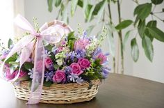 Flower arrangement / Arreglo Floral Estilo Floral, Arte Floral, Large Flower Arrangements, Small Centerpieces, Nylon Flowers, Blossom Flower, Flower Boxes, Artificial Flowers, Spring Flowers