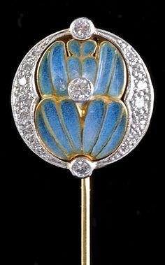 An Art Nouveau Tie Pin by Masriera y Carreras, France. Gold, plique-à-jour enamel, diamond.