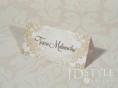 Eleganckie wizytówki dla gości na wesele lub inne przyjęcie, winietka na stół wskazuje wybrane dla gościa miejsce przy stole.