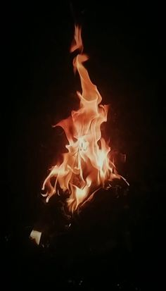 Fire Photography, Aesthetic Photography Nature, Shutter Speed Photography, Green Screen Video Backgrounds, Black Backgrounds, Beautiful Photos Of Nature, Nature Pictures, Gif Fuego, Fogo Gif