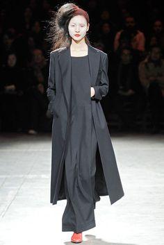 Yohji Yamamoto Fall 2009 Ready-to-Wear Fashion Show - Sachi Kawamata (WM)