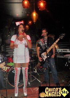 Sara Ramirez cantando