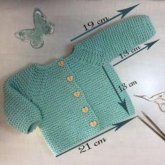 Dado el éxito de nuestra chaqueta para bebé, decidimos actualizar el patrón explicando paso a paso y con video tutoriales en aguja circular y rectas
