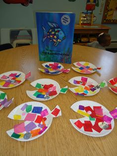 Squarehead Teachers: Rainbow Fish activities to go with the Rainbow Fish book by Marcus Pfister. Rainbow Fish Activities, Rainbow Fish Crafts, Rainbow Fish Eyfs, Kids Rainbow, Rainbow Theme, Rainbow Fish Book, Book Crafts, Crafts For Kids, Ocean Themes