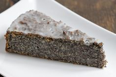 Poppy seed cake - as juicy as ever - Kuchen - Banana Easy Cake Recipes, Baby Food Recipes, Sweet Recipes, Baking Recipes, Dessert Recipes, Desserts For A Crowd, Just Desserts, Poppy Seed Cake, Food Cakes