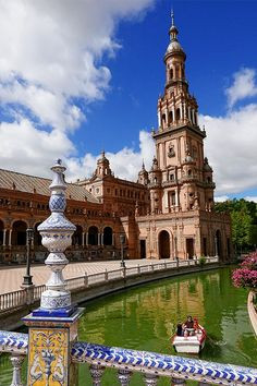Citytrip Sevilla: 9 bezienswaardigheden die je niet mag missen! | AGMJ Out Of This World, Shade Garden, Plaza, San Francisco Ferry, Notre Dame, Countryside, Scenery, Novels, Urban
