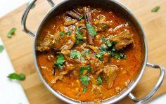 Este es un plato de la región de Delhi. Cortes de carne sin hueso, también se puede utilizar en esta receta la Ternera, pero el verdadero sabor está en el cordero. Servir con un poco de arroz. Se puede combinar con entrantes como pakoras, samosas crujientes o una ligera ensalada refrescante.