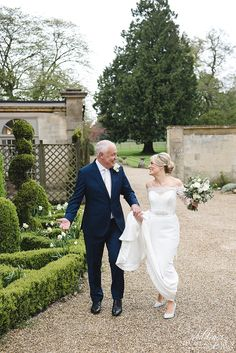Covering weddings in & around Gloucestershire, London, Oxfordshire & the whole UK. Black Accents, Wedding Photos, Wedding Inspiration, London, Weddings, Elegant, Wedding Dresses, Modern, House