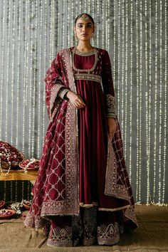Indian Bridal Outfits, Pakistani Bridal Dresses, Pakistani Dress Design, Indian Designer Outfits, Pakistani Outfits, Designer Dresses, Designer Clothing, Bridal Lehenga, Pakistani Clothing
