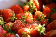 Μικρά γευστικά θαύματα που γίνονται σε ελάχιστο χρόνο! Sweet Tooth, Strawberry, Menu, Vegan, Baking, Fruit, Desserts, Recipes, Food Ideas