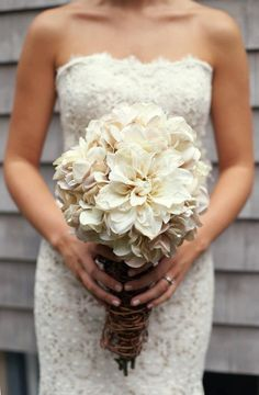 Stunning dress & bouquet
