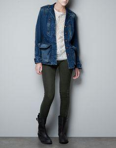 giacca jeans, pantaloni neri lucidi