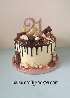 21 Bday Cake, Chocolate Drip Cake Birthday, Chocolate Birthday Cake Decoration, 18th Birthday Cake For Girls, 19th Birthday Cakes, Elegant Birthday Cakes, Birthday Cake Decorating, Cool Birthday Cakes, Cake Decorating Frosting
