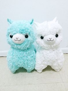 I saw so many of these llama plushies at comic con in all shapes and colors but I decided not to get one. Oh well
