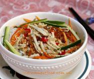 Neben Quảng Nudelsuppe (Mì Quảng) gibt es auch Mixture Quảng Noodle (Mì Quảng Trộn), die aus vielen tollen vietnamesischen Nudeln hergestellt wird … – … - New Site Easy Vietnamese Recipes, Vietnamese Grilled Pork, Vietnamese Cuisine, Asian Recipes, Ethnic Recipes, Noodle Recipes, Rice Recipes, Lunch Recipes, Vermicelli Salad